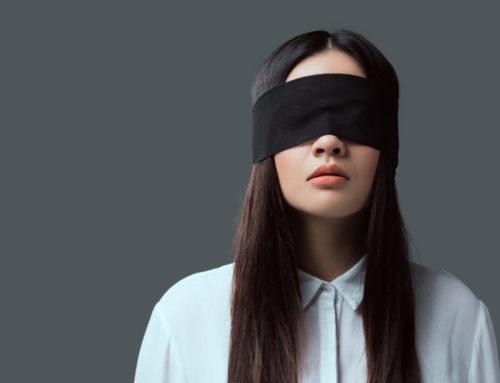 O que é o recrutamento às cegas e quais as suas aplicações?