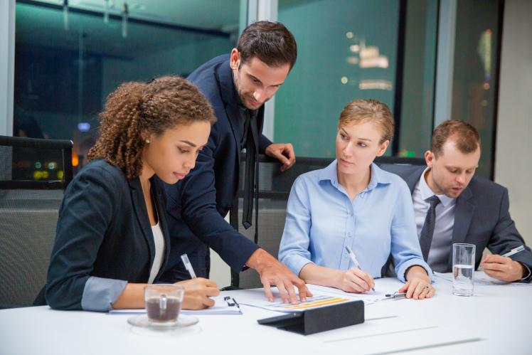qual a relação entre recursos humanos e liderança